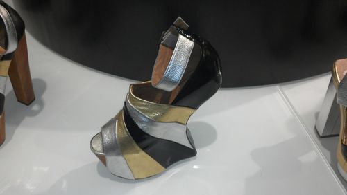 Shoe without heel